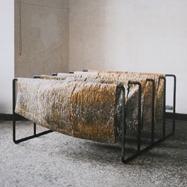 """Ohne Titel""/ 1988/ Wasserglas, Papier, Metall/ 100cm x 200cm x 200cm"