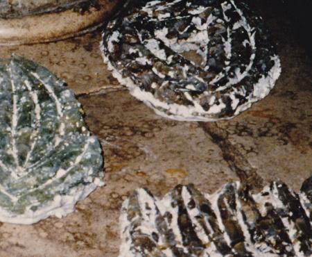 "Ohne Titel, Art Ljeto 90 ""Stranci"", Split Jugoslawien, 5 Objekte a B:25cm, H:40cm, T: 6cm, Formen aus geschmolzenem Glass, Detail"