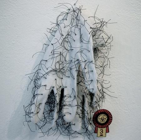 """""""Handgemenge"""" 2004, 3. Preis, Produzentengalerie plan.d. Düsseldorf, B:12cm H:20cm, Baumwoll Handschuhe, Zwirn"""